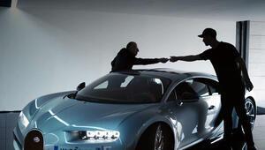 Dünyaca ünlü yıldız fiyatı dudak uçuklatan yeni otomobiline kavuştu