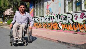 Suriyeli sığınmacılar için çalışan engelliye, Suriyeli çocuklardan gasp