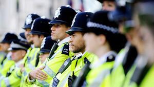 Anketlere göre İngiliz polisi işinden memnun değil