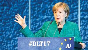 Merkel, 'Jamaika'  koalisyonunu istiyor