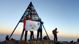 Vanlı dağcı 4 bin 167 metrelik Toubkal Dağına tırmandı