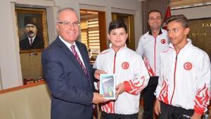 Belediye Başkanı Hacı, başarılı sporcuları ödüllendirdi