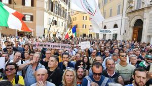 İtalyada muhalefetin 'darbe' dediği yasa geçti