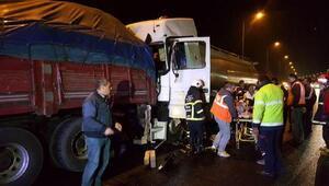 Kamyona çarpan tankerin sürücüsü yaralandı