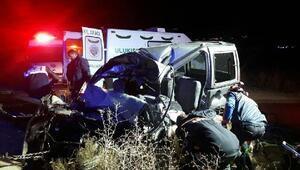 Hafif ticari araç ile TIR çarpıştı: 3 ölü