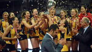 VakıfBank Fenerbahçeyi yenerek şampiyon oldu
