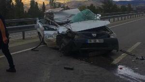 Kamyonet, kamyonla çarpıştı; 3 yaralı