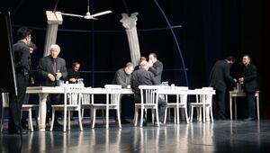 Adanada tiyatro şöleni