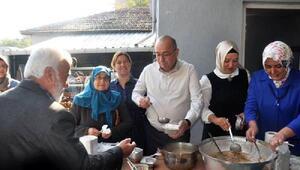 AK Partili Gider, vatandaşlara aşure dağıttı