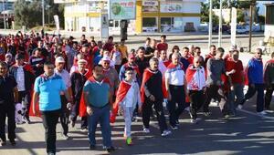 Kumlucada Cumhuriyet Yürüyüşü yapıldı