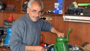 Süt makinesi tamircisi teknolojiye tek başına direniyor