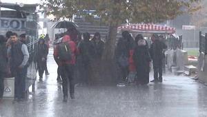İstanbul'da beklenen yağış etkisini göstermeye başladı