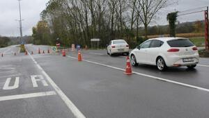 Ferizli- Karasu yolu, yağmur suyu nedeniyle ulaşıma kapatıldı