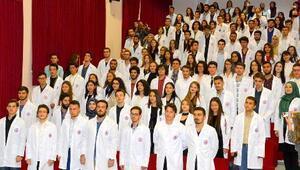 ÇOMÜ Tıp Fakültesinde Önlük Giyme töreni yapıldı