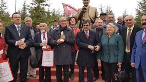 Hacıbektaşa Nazım Hikmet heykeli