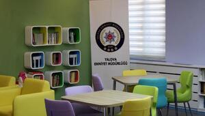 Polisten öğrencilere bir kütüphane daha