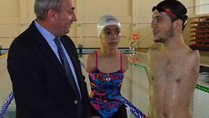 Milli yüzücülere ziyaret