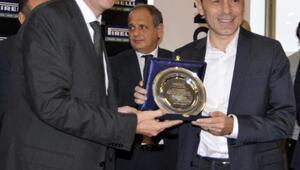 Cüneyt Çakıra yılın futbol hakemi ödülü