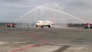 Yenilenen Çarşamba Havalimanına inen ilk uçak su takı ile karşılandı