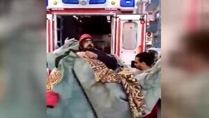 Kapıdan sığmayınca Ambulansa böyle bindirdiler