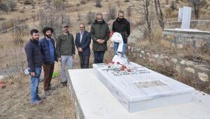 DHA Muhabiri Cem Emir, Tuncelideki mezarı başında anıldı