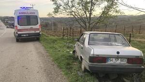 Otomobil kanalizasyon kapağına çarptı, sürücü yaralandı
