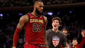LeBron Jamesli Cavaliers 23 sayı geriden geldi