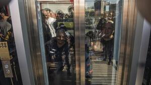 Zincirlikuyuda asansörde mahsur kalan 8 kişiyi itfaiye kurtardı