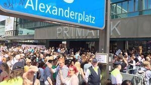 Alexanderplatz'da polisle gece devriyesi