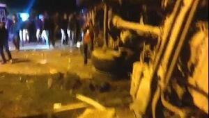 TIR, tarım işçilerini taşıyan midibüse çarptı: 19 yaralı
