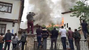 Beypazarı'nda tarihi konakların ortasındaki ahşap bina yandı