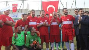 Bursada eski milli futbolcular cezaevinde gösteri maçı yaptı