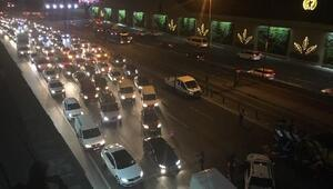Edirnekapı Metrobüs Durağı yanında zincirleme trafik kazası; 5 yaralı (2)