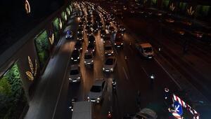 Edirnekapı metrobüs durağı yanında zincirleme kaza; 5 yaralı (3)