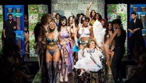 """""""Anti-Victoria's Secret"""" defile kadınların özgüvenini artıracak"""