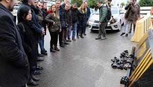 Gazetecilerden emniyet önünde protesto