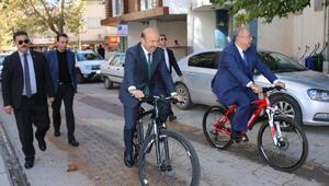 Bakan Yardımcısı Tüfekçi, Adıyamanda bisiklet kullandı