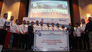 Su altının şampiyonları onurlandırıldı