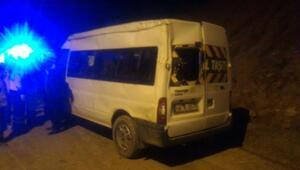 Öğrenci servisi şarampole devrildi: 14ü öğrenci, 15 yaralı