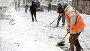 Büyükşehirin kar timleri iş başında