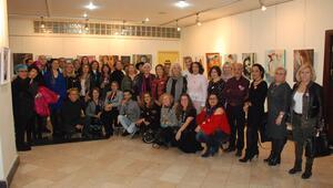Kız çocuklarının eğitimi için 53 ressamdan sergi