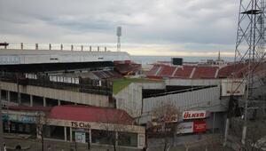 Trabzonsporun eski stadı Avni Akerde yıkım çalışmaları başladı