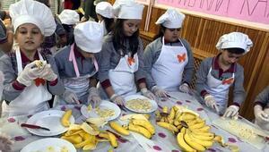 İlkokul öğrencileri, kelebek hastası çocuklar için waffle yaptı