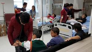 16 öğrenci zehirlenme şüphesiyle hastaneye kaldırıldı