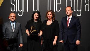 İzmir Ekonomiye En iyi eğitim binası ödülü