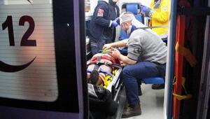 Otomobil TIRa arkadan çarptı: 5 yaralı