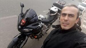 Otomobilin metrelerce sürüklediği motosikletli genç öldü