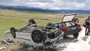 2 otomobil çarpıştı: 3 ölü, 2 yaralı