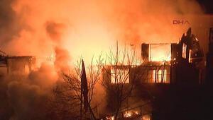 Son dakika: Fatih'te yangın  Alevler kilometrelerce öteden görünüyor