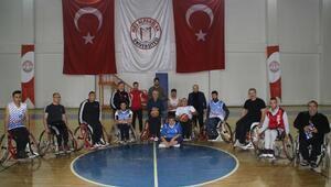 Engelleri aşmak için tekerlekli sandalye ile maç yaptılar